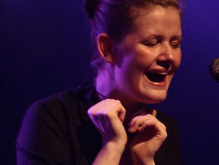 מום Mum בהופעה 1 (צילום: מיקי אלון)