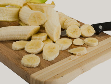 בננות חתוכות (צילום: petar ishmeriev, Istock)