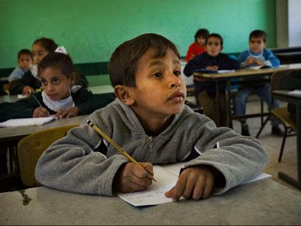ילדים פלסטיניים בכתה (צילום: AP)