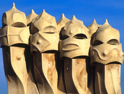 פסל בקאסה מילה בברצלונה (צילום: istockphoto)