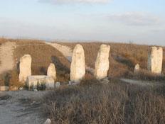 טיול בתל גזר: המגדל הכנעני (צילום: ויקיפדיה העברית)