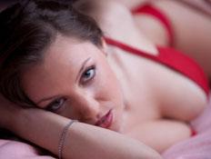 אישה במבט סקסי (צילום: istockphoto)
