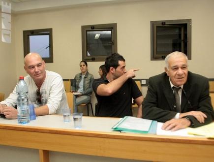 אבו עזרא והראל בבית הדין. הגיעו לעסקת טיעון (צילום: מערכת ONE)