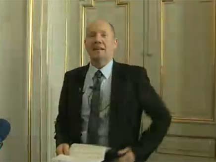 המכריז על הזוכה בפרס נובל לספרות (צילום: חדשות 2)