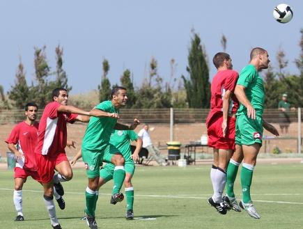 קרבות אוויר במשחק האימון בין מכבי חיפה להפועל עכו (עמית מצפה) (צילום: מערכת ONE)