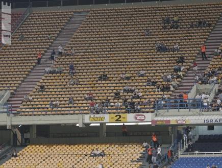 """יציעים חצי ריקים באצטדיון ר""""ג (צילום: מערכת ONE)"""