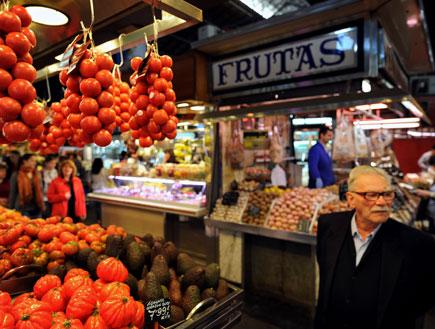 שוק לה בוקרייה בברצלונה (צילום: Jasper Juinen, Istock)