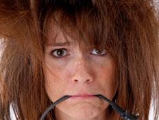 קלוז אפ על אישה עם שיער נוראי