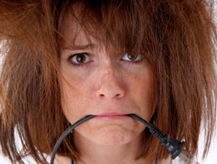 קלוז אפ על אישה עם שיער נוראי (צילום: John Sommer, Istock)