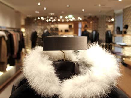 חנות מעילים (צילום: AP)