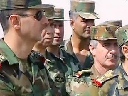 אסד על מדים בתרגיל צבאי (צילום: הטלוויזיה הסורית)
