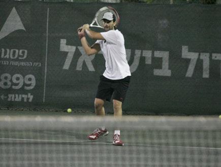 יהודה לוי משחק טניס, פפראצי
