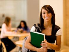 סטודנטית בספריה (צילום: Andrew Rich, Istock)