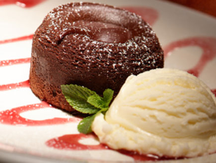 עוגת שוקולד אישית עם גלידה (צילום: istockphoto)
