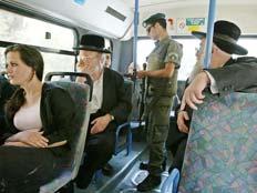 שוב, הדרת נשים באוטובוס בבית שמש (צילום: AP)