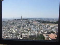 טיול בירושלים: תצפית לדרום מראש מגדל הפעמונים באוג (צילום: ערן גל-אור, מסלולים> להתאהב בארץ מחדש)