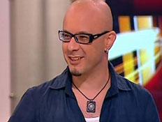 """קובי אוז בראיון ל""""שש"""" (תמונת AVI: חדשות 2)"""