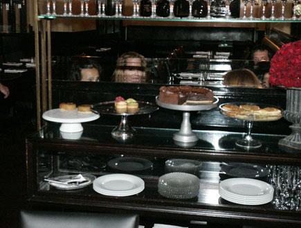 יעל פוליאקוב וציון ברוך, ארוחת ערב בראסרי, פפראצי (צילום: אלעד דיין)