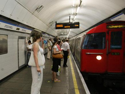 הרכבת שתחתית בלונדון (צילום: AP)