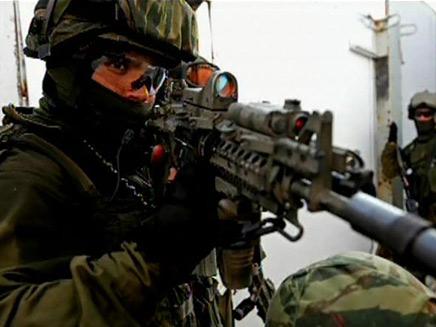 """לוחם ימ""""מ.  """"מפעילים כוח רק ביריות"""" (צילום: חדשות 2)"""