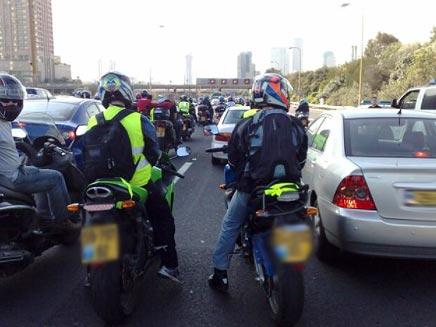 מחאת האופנוענים בנתיבי איילון (צילום: גלעד שלמור)