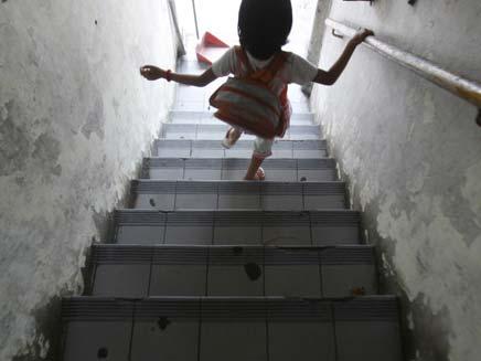 חשד: בן 70 אנס בת 14 לוקה בשכלה (צילום: רויטרס)
