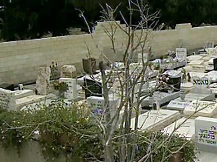 מחיר מופקע לשמירה על חלקת קבר (צילום: חדשות 2)