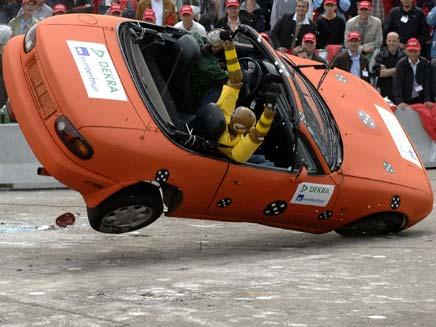מבחן בטיחות לרכב (צילום: AP)