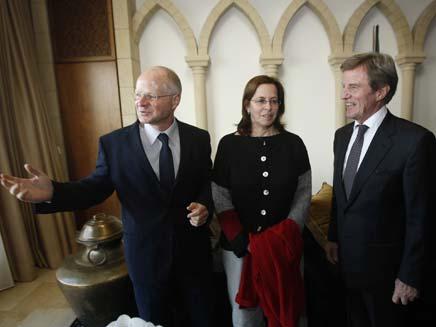 נועם ואביבה שליט עם שר החוץ הצרפתי (צילום: חדשות 2)
