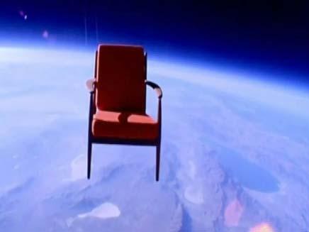 כסא ממריא לחלל בבלוני הליום