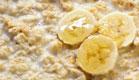 דייסת שיבולת שועל עם בננה (צילום: robynmac, Istock)