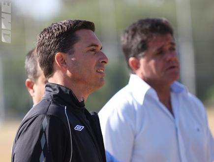 שלומי דורה ואפרים גבאי. המאמן יישאר (עמית מצפה) (צילום: מערכת ONE)
