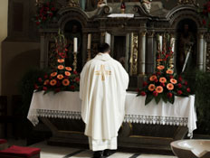 כומר בכנסייה