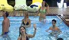 הדיירים רוקדים בבריכה 1