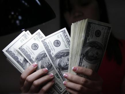 כסף מזומנים שטרות (רויטרס) (צילום: מערכת ONE)