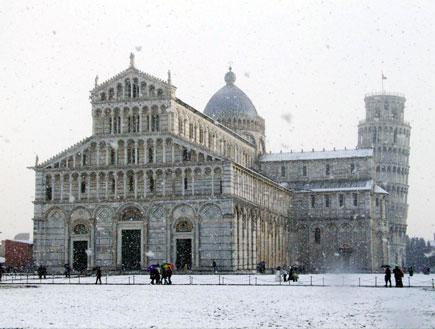 מגדל פיזה והקתדרלה בשלג (צילום: Franco Origlia, GettyImages IL)
