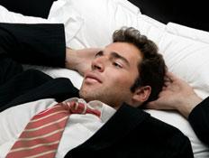 בודק שינה (צילום: Maica, Istock)