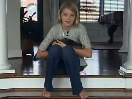 ילדה שמתעטשת בצורה כרונית (צילום: YouTube)