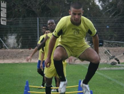 עזריה באימון קבוצת הנוער של נתניה (מירון ארונוביץ´) (צילום: מערכת ONE)