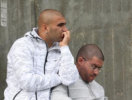 ערן לוי מחוץ למתחם האימונים, היום (עמית מצפה) (צילום: מערכת ONE)
