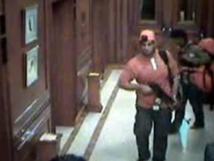 וידאו של המחבלים במומבאי (צילום: channel 4)