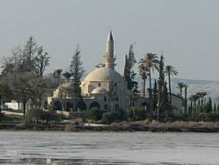 מסגד האלה סולטן טקה ליד לרנקה (צילום: ויקיפדיה)