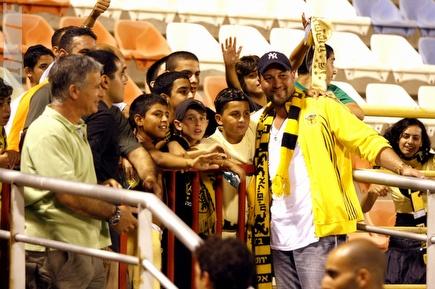 """אגייאר והקהל. יזכה לתמיכה בנתב""""ג (תומר גבאי) (צילום: מערכת ONE)"""