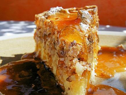 עוגת ריבת משמש ומרנג שקדים - פרוסה (צילום: דליה מאיר, קסמים מתוקים)
