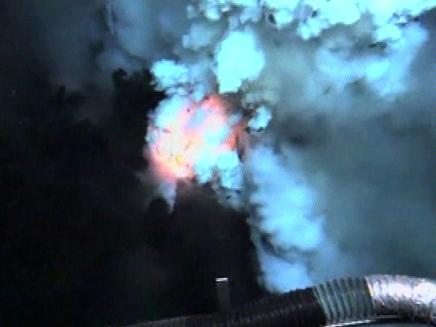 הר געש מתחת לפני המים (צילום: חדשות 2)