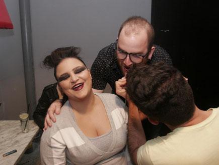 מעיין חודדה, מוטי חודדה, אביב סביון במסיבת גייז (צילום: אלעד דיין)