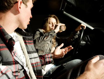 שיכורים נוהגים (צילום: istockphoto)