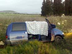 הרכב שבו נרצח יהודי בשומרון (צילום: ראאד איברהים)