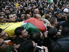 """לווית פעילי הפת""""ח שנהרגו בתקיפת צה""""ל בשכם (צילום: רוייטרס)"""