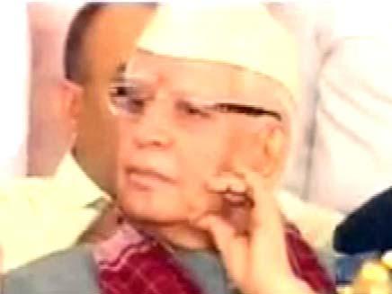 מושל הודי שהתפטר לאחר פרשיית מין (צילום: חדשות 2)